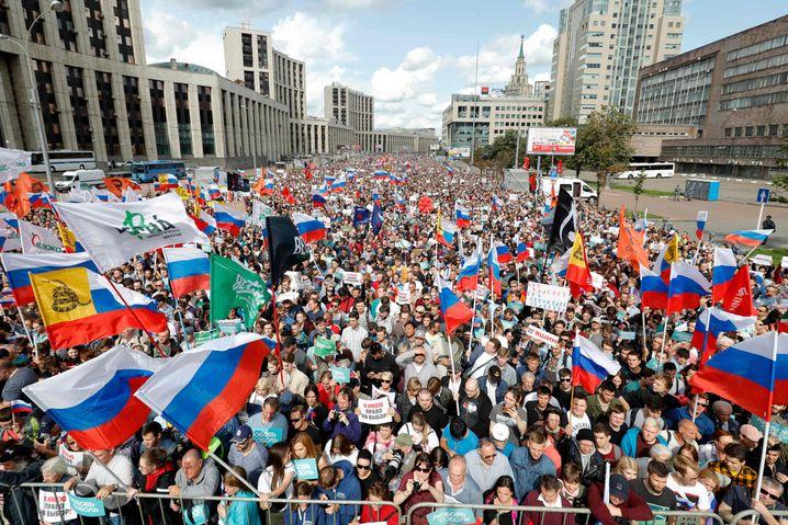 Tausende bei Demonstration im Zentrum in Moskau