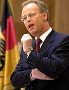 """""""Böswillige Unterstellungen"""": Verteidigungsminister Rudolf Scharping (SPD)"""