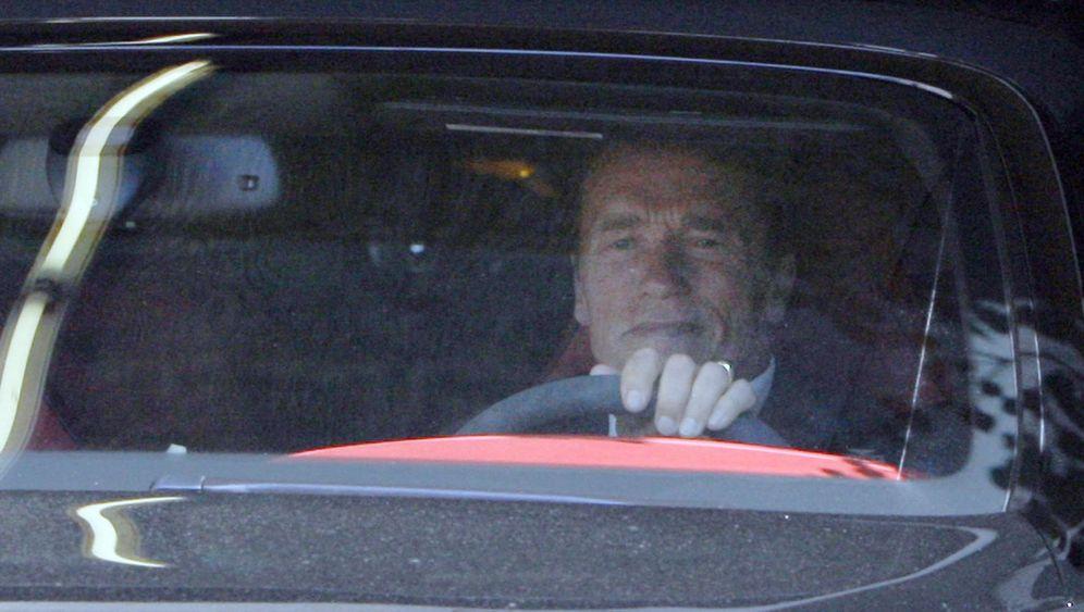Arnold Schwarzenegger: Weg vom Fenster