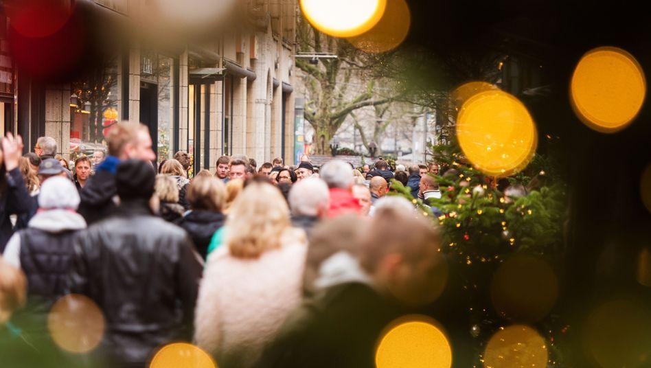 Weihnachtliches Gedränge in der Hamburger Mönckebergstraße (Archivbild)
