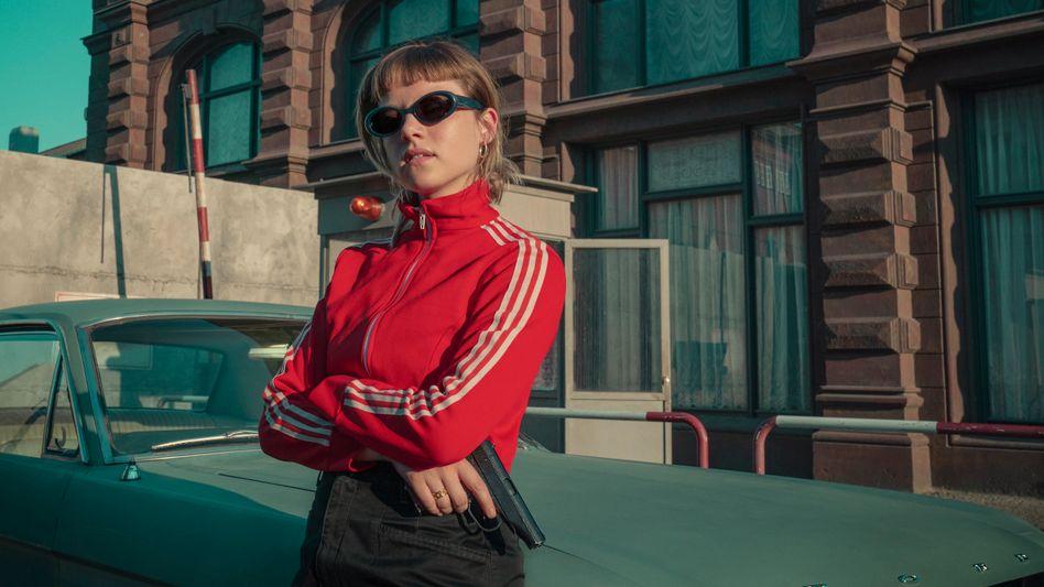 Jella Haase als Spionin in »Kleo«