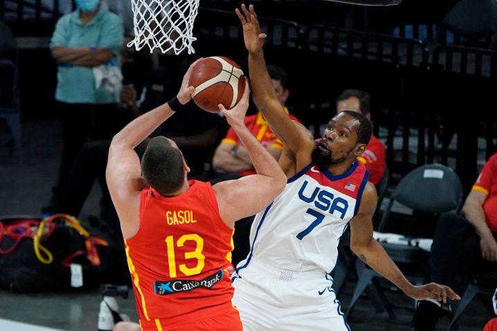 Hofft mit dem US-Team auf Gold: Basketball-Superstar Kevin Durant (r.)