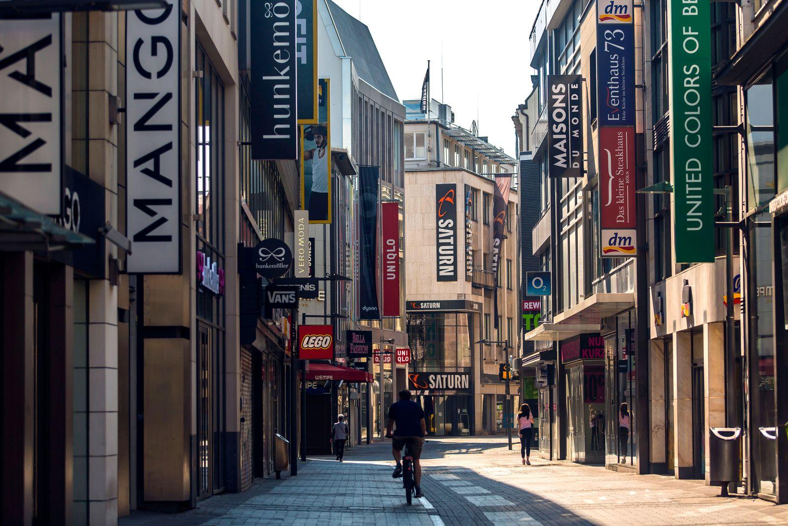 Wegen des Kontaktverbot und Ausgangsbeschränkungen aufgrund des Coronavirus war die Kölner Innenstadt - wie hier auf de