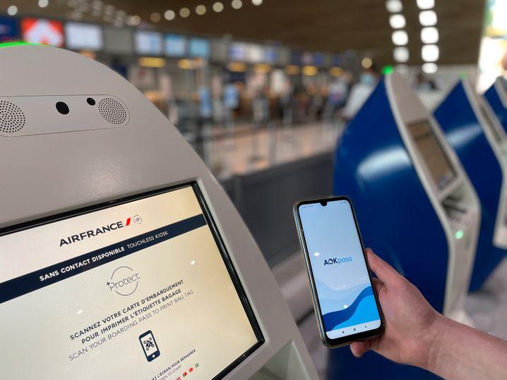 AOK-Pass von Air France: Wer die App nutzt, darf früher ins Flugzeug
