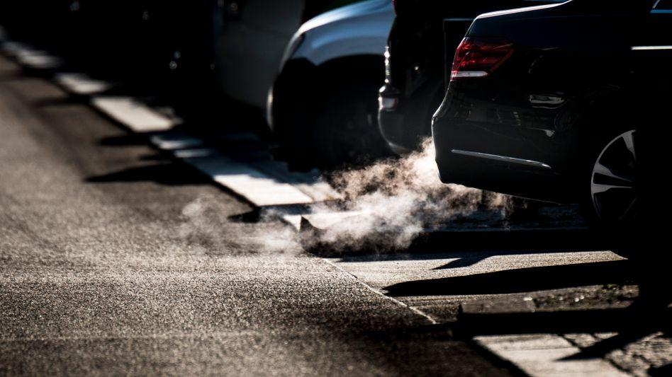 Autos in Berlin: Durch ihre Nutzung gelangen Feinstaub und Stickoxide in die Luft