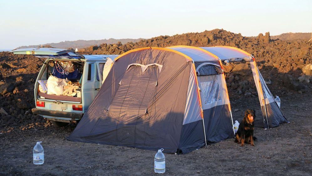Überwintern auf den Kanaren: Campen unter blauem Himmel