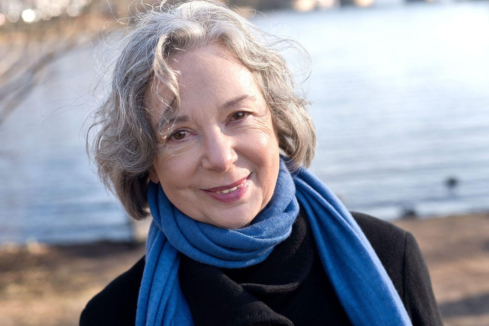 EINMALIGE VERWENDUNG Buch/ Ulla Hahn: Wir werden erwartet