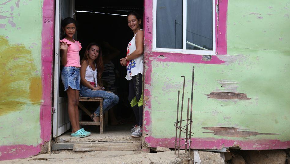 Arme Kolumbianer helfen Flüchtlingen aus Venezuela: In Henrys Hütte