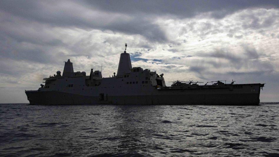 """Die USA schickten nun auch die """"USS Arlington"""" in den Nahen Osten, um nach eigenen Angaben auf Drohungen aus Iran reagieren zu können"""