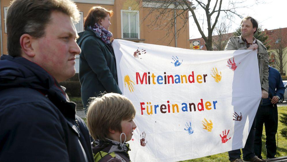 Tröglitz: Demo gegen Brandanschlag auf Flüchtlingsheim
