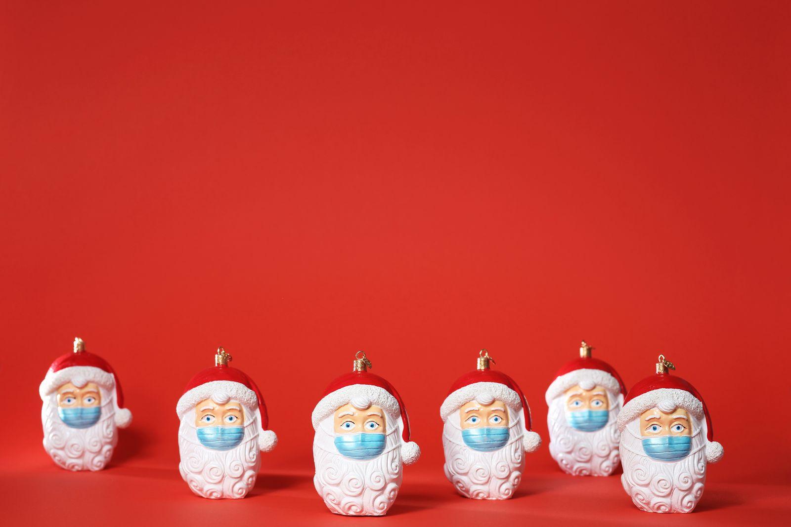 Santa Claus mit Mund-Nasen-Schutz