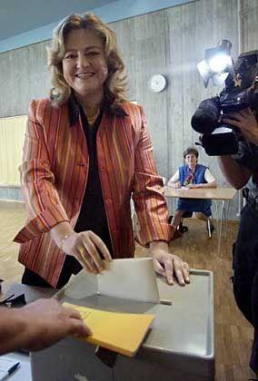 """Antje Hermenau ist Parteiratsmitglied und Haushaltsexpertin der Grünen. Als Fraktionschefin der Grünen im sächsischen Landtag fordert sie ein gemeinsames Vorgehen der fünf """"demokratischen Parteien"""" gegen die NPD."""