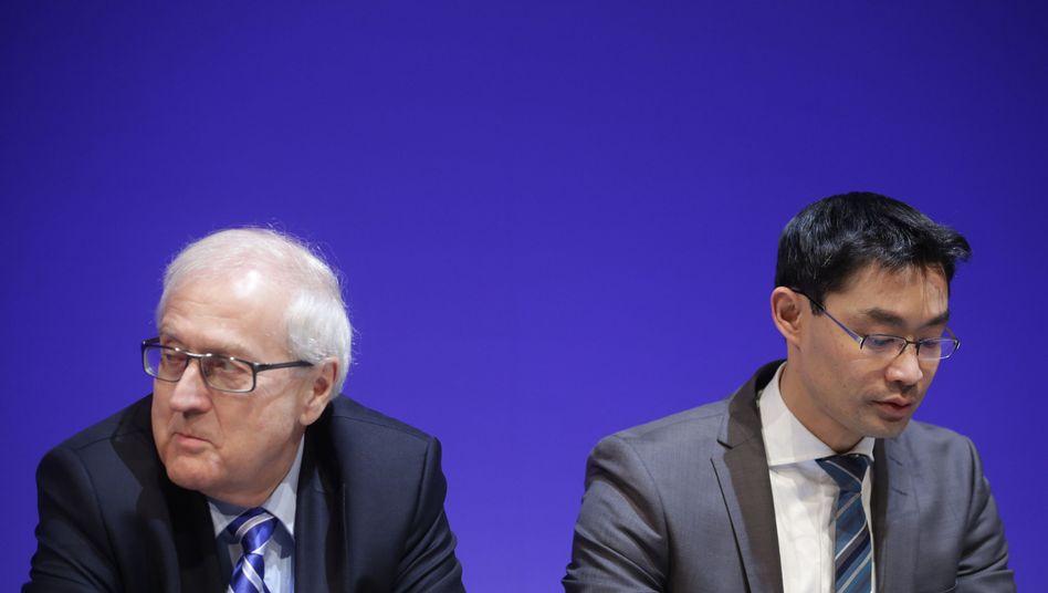 Parteichef Rösler (re.) und Fraktionschef Brüderle: Schlechtester Wert seit fast einem Jahr