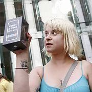 iPhone-Manie: 300 Dollar hat diese Frau in New York verdient - mit 23 Stunden Anstehen im Auftrag eines iPhone-Gierigen