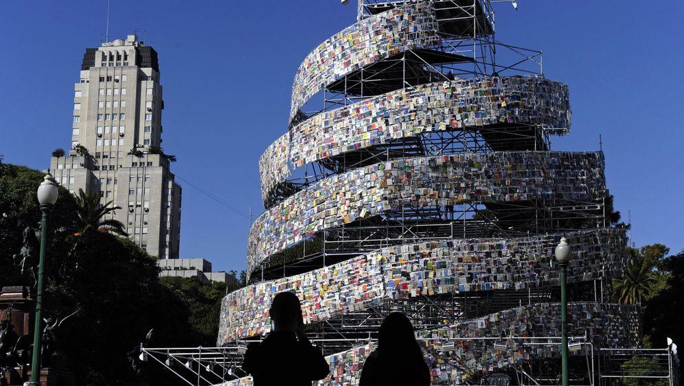 Buenos Aires: Turm aus 30.000 Büchern