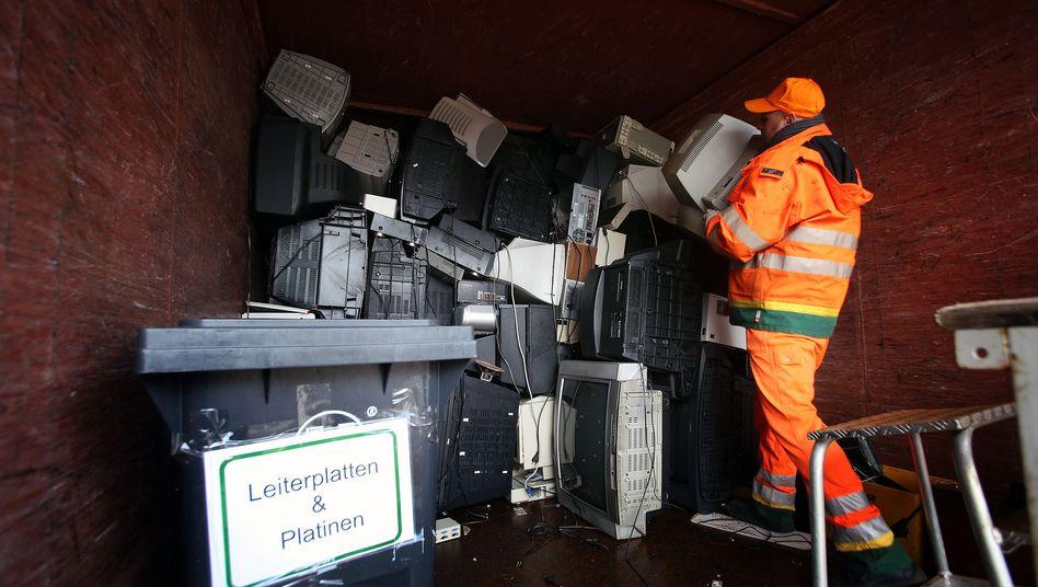 Mitarbeiter der Hamburger Stadtreinigung auf Recyclinghof