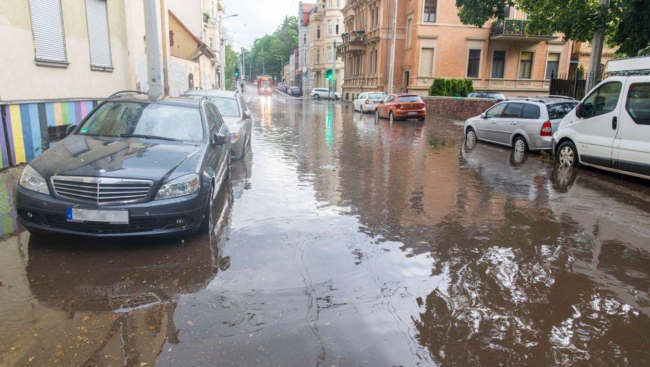 Überschwemmungen in Halle an der Saale: Land unter