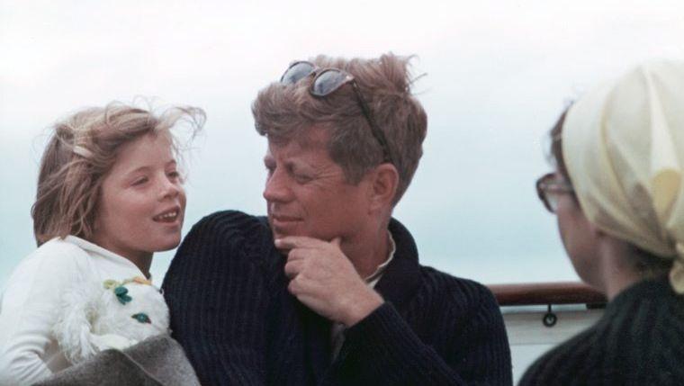 John F. Kennedy mit Tochter Caroline, rechts Jacqueline Kennedy