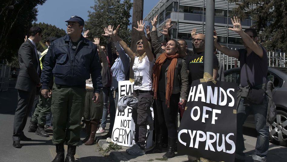 Demonstration gegen Sparerenteignung auf Zypern: Man spricht Englisch