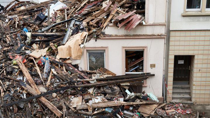 Fotostrecke: Explosion in Wuppertal legt Haus in Schutt und Asche