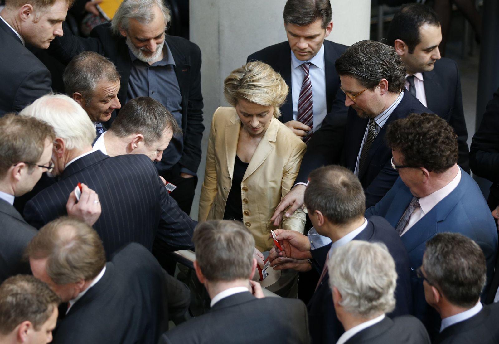 Bundestag/ Abstimmung Frauenquote
