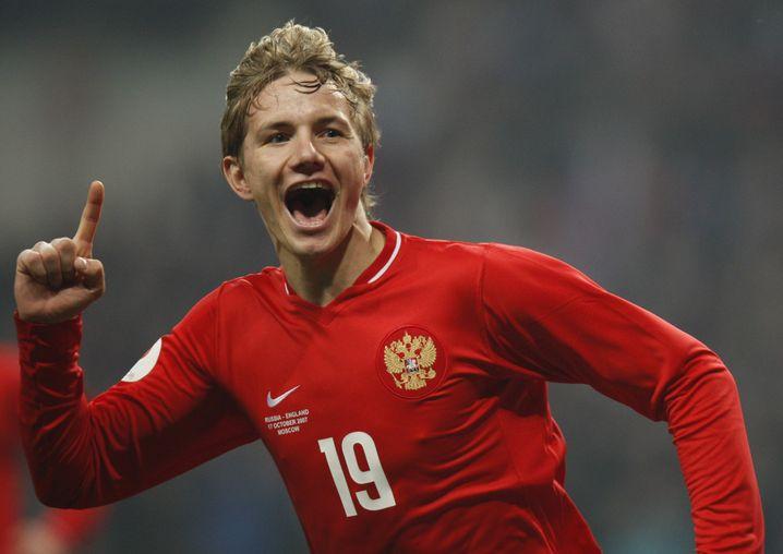 Roman Pawljutschenko bejubelt 2007 seinen Treffer gegen England