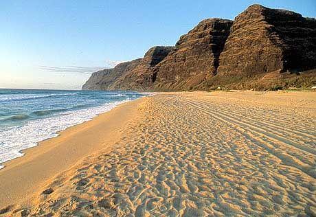 Kilometerlang nichts als Sand: Polihale Beach auf Kauai
