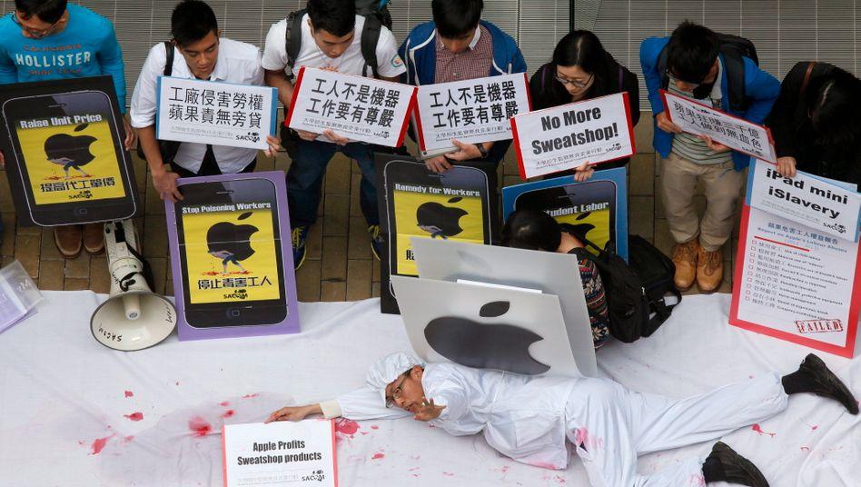 Demonstranten in Hongkong protestieren 2013 gegen die Arbeitsbedingungen bei Apple-Zulieferern