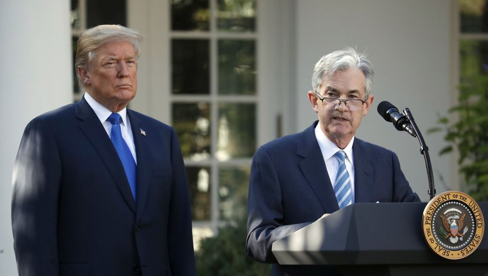 Donald Trump mit Jerome Powell im November 2017