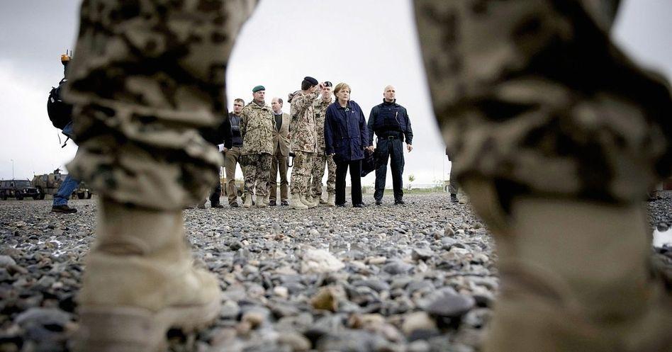 Bundeskanzlerin Merkel in Kunduz: Gilt der Traum von der Demokratisierung der Welt noch?