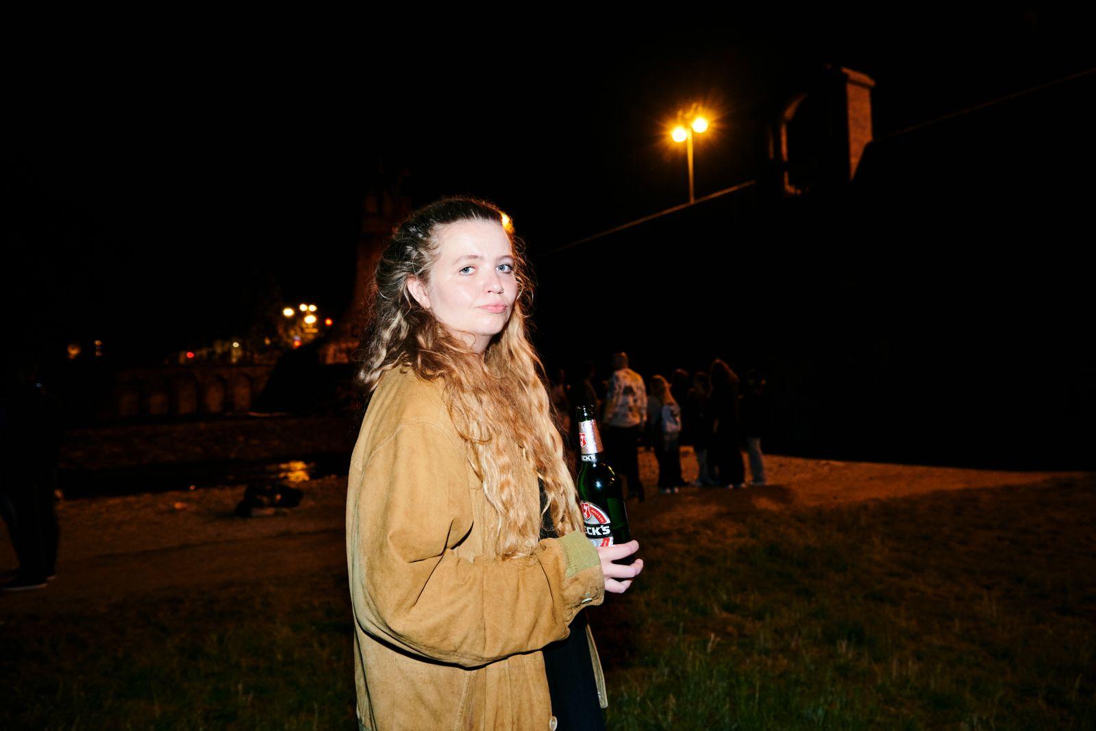 Die Journalistin Stefanie Witterauf an der Wittelsbacherbrücke in München