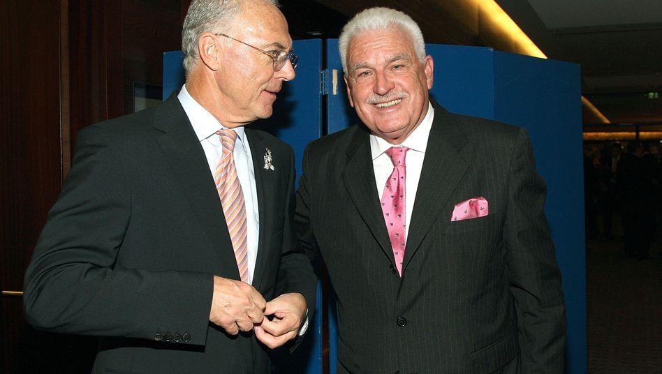 Beckenbauer und sein Berater Radmann im Jahr 2008