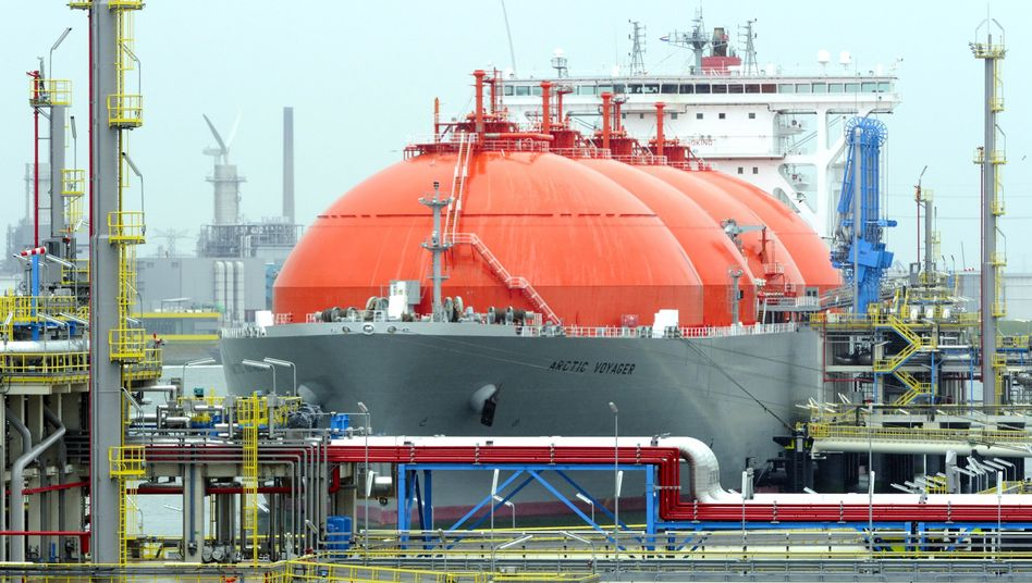 A ship carrying liquified natural gas docks at the Port of Rotterdam: In the wake of the Ukraine crisis, European countries are considering alternatives to Russian gas.