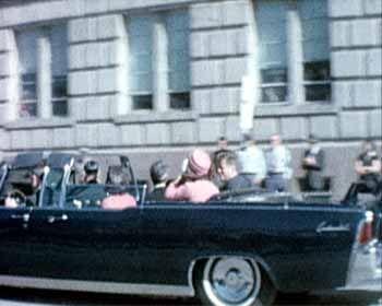 22. November 1963: John F. Kennedy mit Ehefrau Jackie, kurz vor den tödlichen Schüssen