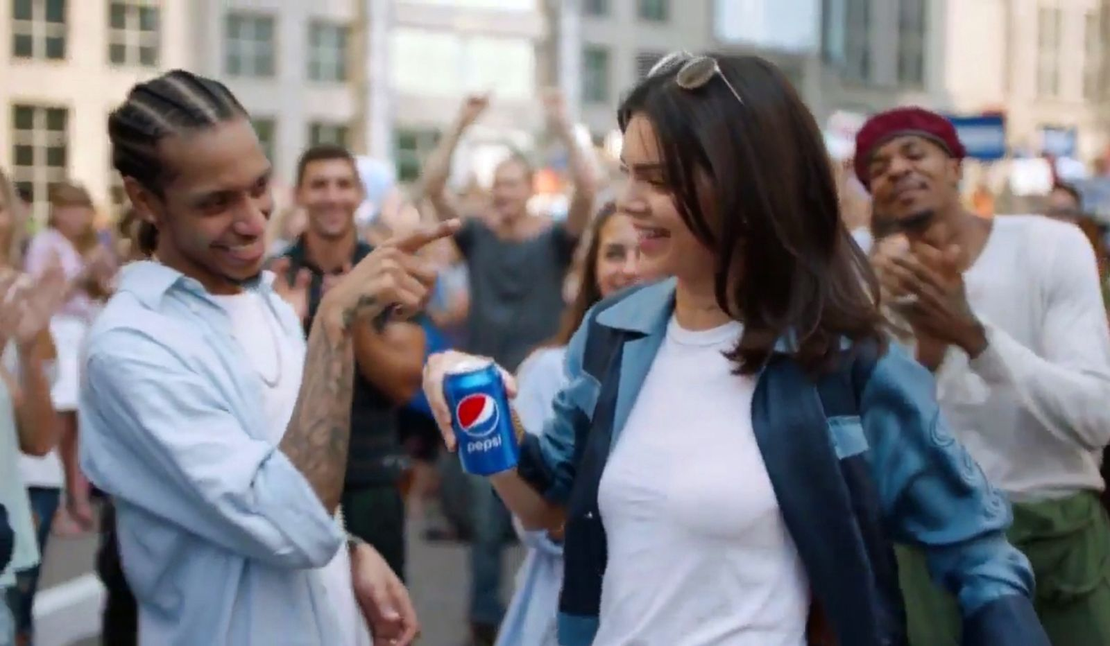 EINMALIGE VERWENDUNG Kendall Jenner/ Pepsi SCREENSHOT