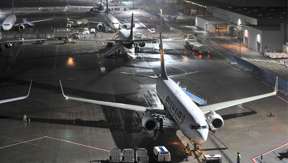 Ryanair-Maschinen am Flughafen Hahn: Heftige Kürzungen wegen der neuen Abgabe