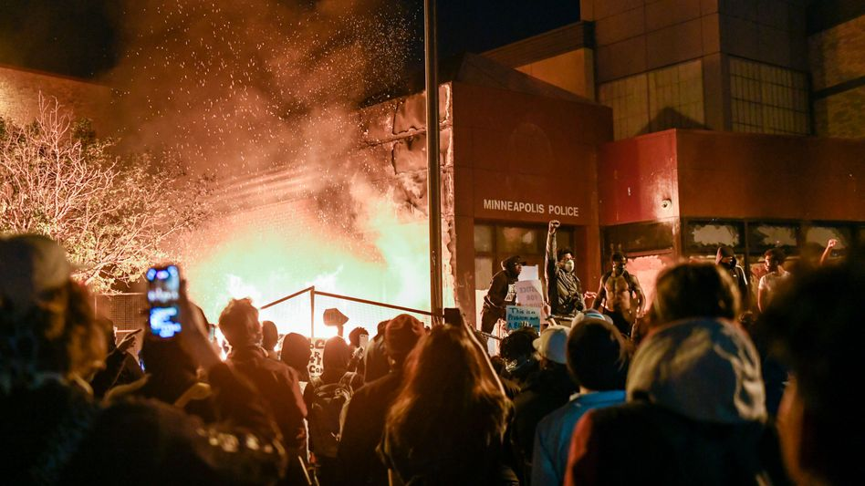 Feuer vor der Polizeistation in Minneapolis: Kaepernick verteidigt Proteste