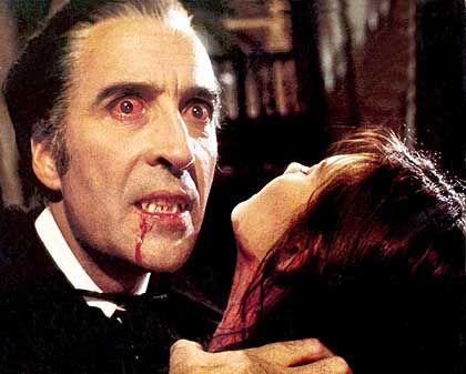 """Siebenbürgen will von Draculas Berühmtheit profitieren. Unser Bild zeigt eine Szene aus dem Spielfilm """"Dracula jagt Mini-Mädchen"""" mit Christopher Lee"""