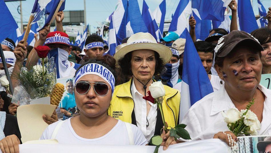 Aktivistin Jagger bei einer Demonstration in Managua: »Die Welt muss erfahren, was hier geschieht«