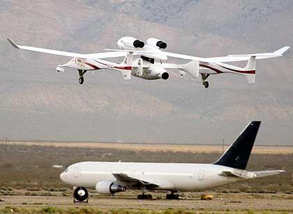 """""""Space Ship One"""" am Trägerflugzeug """"White Knight"""" beim Start zum zweiten Wertungsflug: """"X-Prize""""-Wettbewerb ist entschieden"""