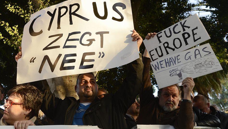 Demonstranten in Nikosia: Das zyprische Parlament hat die Zwangsabgabe abgelehnt