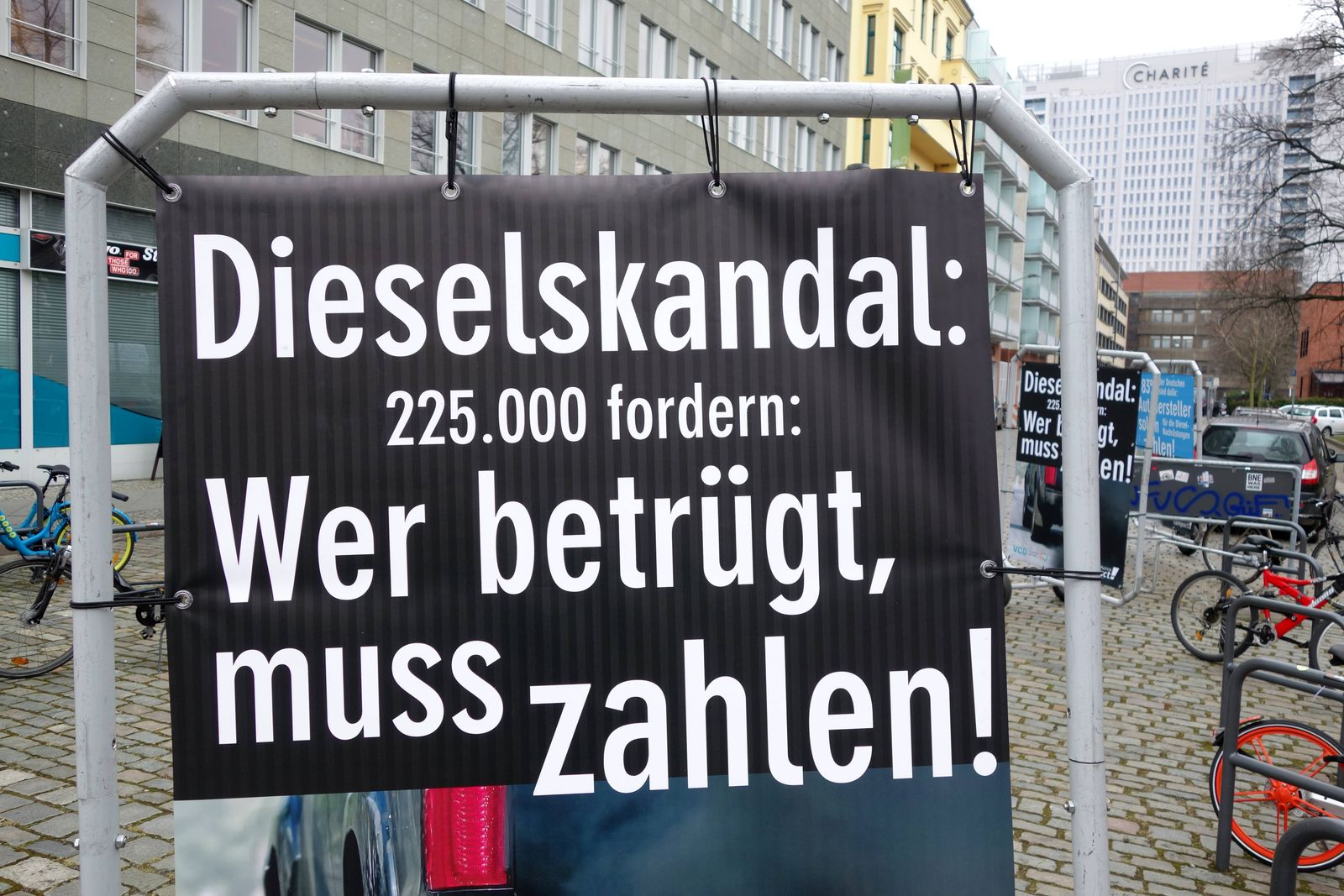 Dieselfahrverbot 15 03 2018 DEU Deutschland Berlin Die giftigen Abgase aus Dieselfahrzeugen fü