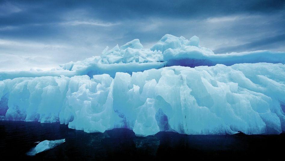 Schmelzendes Gletschereis bei Spitzbergen