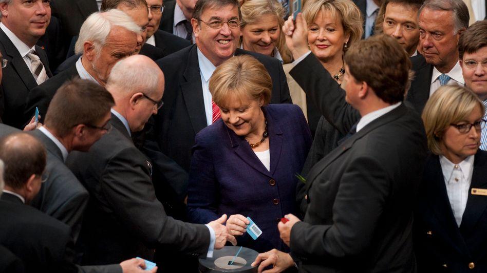 Griechenland-Hilfen: Bundestag segnet Merkels Milliarden-Nothilfe ab