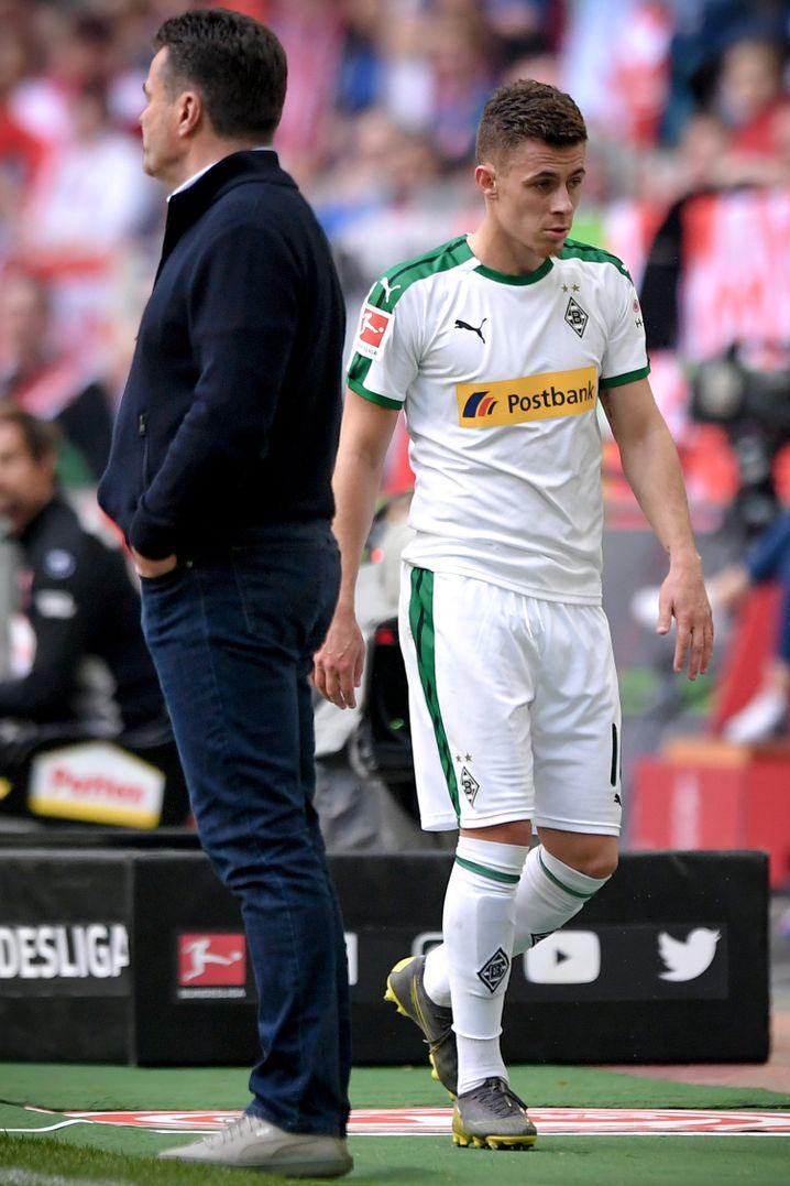 Thorgan Hazard (rechts) würdigte seinen Trainer keines Blickes.