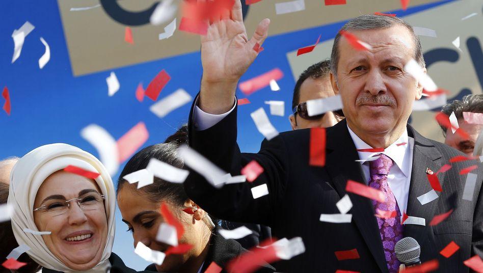 """Präsident Erdogan, Ehefrau Emine: """"Frauen können nicht jede Arbeit versehen, die von Männern gemacht wird"""""""