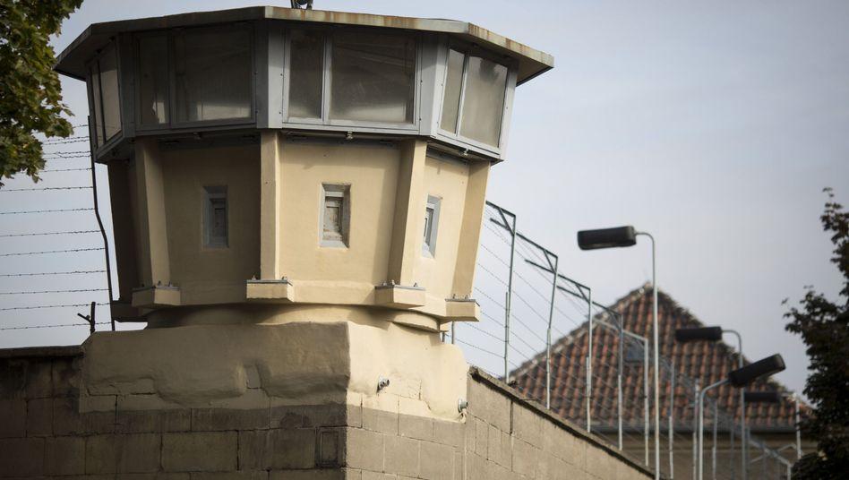 Ein Wachturm des früheren Stasi-Untersuchungsgefängnis in Berlin-Hohenschönhausen