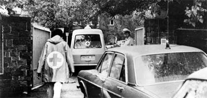 """Ermittler am Tatort in der Oberhöchstadter Straße 69 in Oberursel: """"Susanne, ja, natürlich, lassen Sie sie herein"""", hatte Jürgen Ponto seinen Privatsekretär gebeten, als das RAF-Kommando klingelte"""