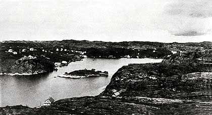 In Telavåg sterben zwei Gestapo-Männer im April 1942 bei einem Schusswechsel. Bei einer Vergeltungsaktion machen die Deutschen das Dorf dem Erdboden gleich