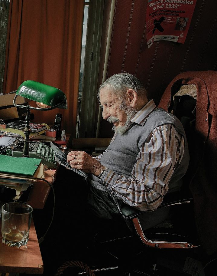 Georg Stefan Troller, born in 1921: As a Jew, he fled from the Nazis to the United States, where he joined the U.S. Army and returned to Europe as a soldier and at one point stood in Hitler's apartment in Munich.